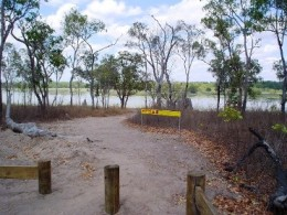 Walking track to viewing area at Rarda-Ndolphin (Low Lake).