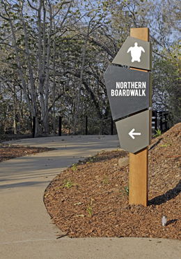 Sign showing the path to the Northern Boardwalk.