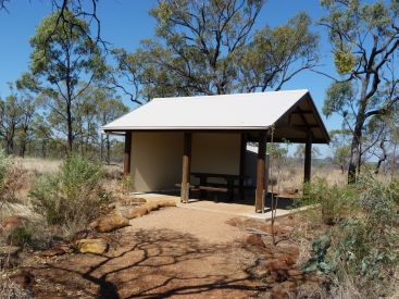 Sheltered picnic table Pyramid day-use area. Photo: Queensland Government.