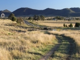 Image of access track into Coalstoun Lakes National Park looking back to Isis Highway.