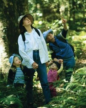 Image of a family taking a short, easy stroll which are a great way to introduce the family to the natural wonders of this park.